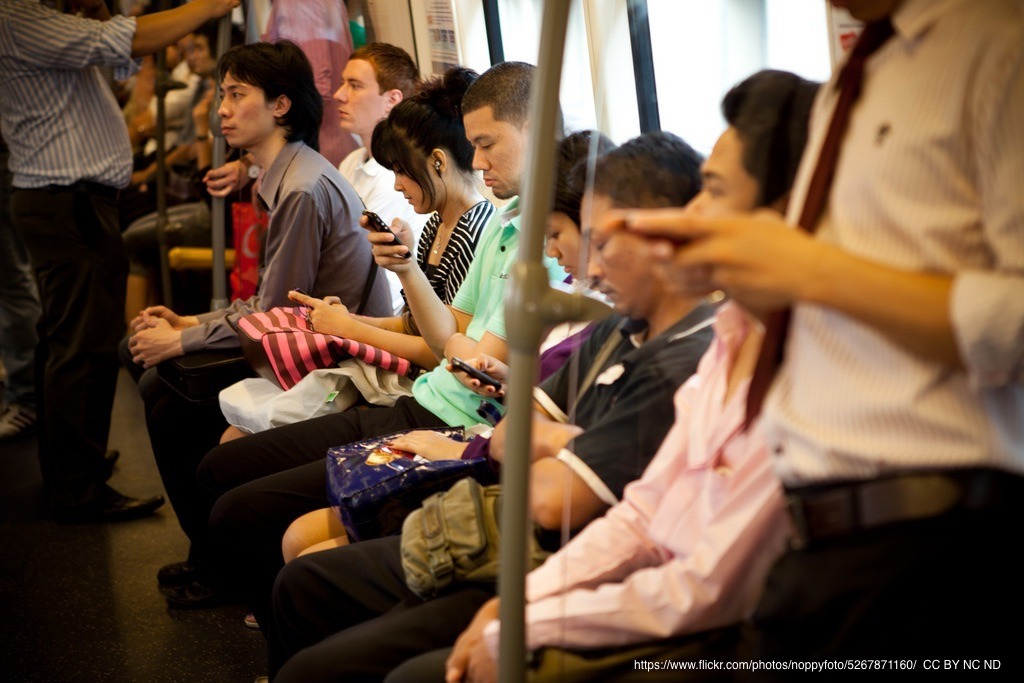 Young people use mobile Internet more intensively in Asia-Pacific Thumbnail