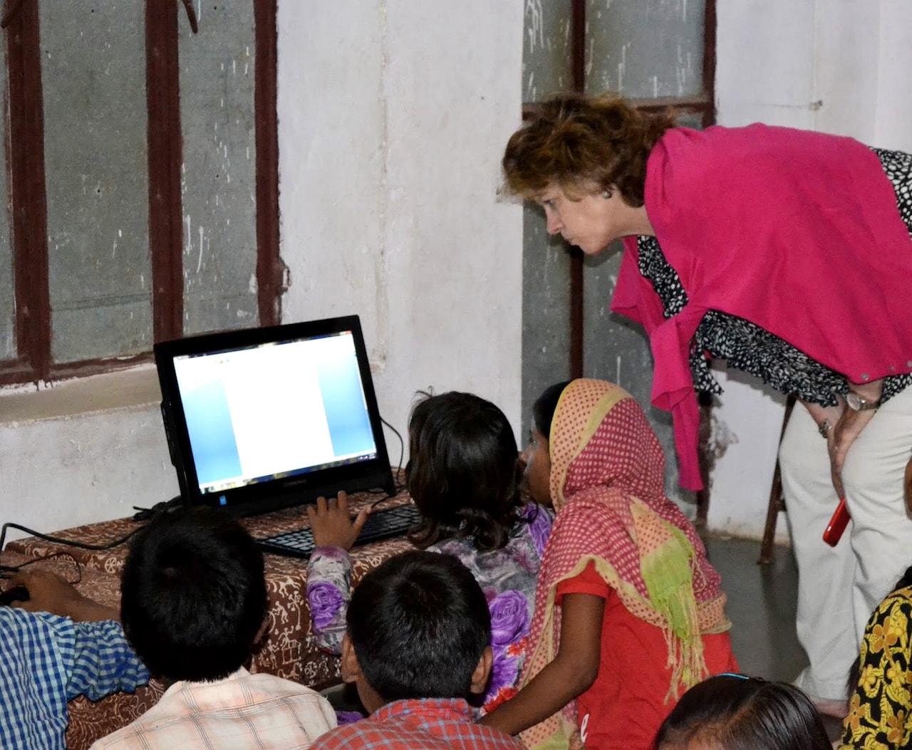 El poder de las mujeres para cambiar el mundo: un mensaje de nuestro CEO Kathy Brown en el Día Internacional de la Mujer Thumbnail