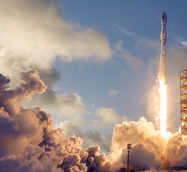 SpaceX Gets US Approval to Launch Space-Based Broadband Service
