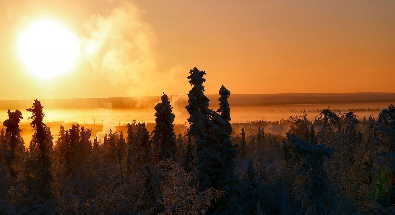 1280px-Sun_Over_Inuvik